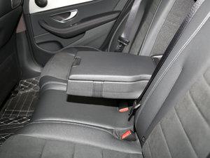 2017款改款 E 300 运动型 后排中央扶手