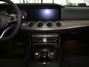 2017款改款 E 300 运动型 中控台