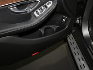 2018款GLC 300 4MATIC 豪华型 车门储物空间