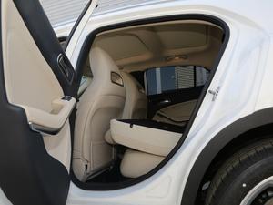 2018款GLA 200 动感型 后排座椅放倒