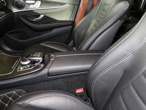 2018款E 300L 运动豪华型 前排中央扶手