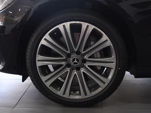 2018款E 320L 4MATIC 轮胎