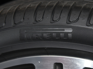 2018款E 320L 4MATIC 轮胎品牌