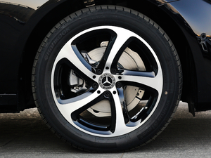 2018款E 200 运动版 轮胎