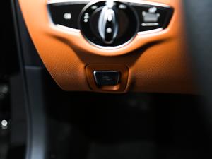2018款E 200 运动版 驻车制动器