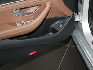 2018款改款 E 200 L 运动型 车门储物空间