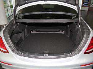 2018款改款 E 200 L 运动型 行李厢空间