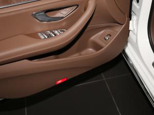 2018款改款 E 300 L 豪华型 车门储物空间