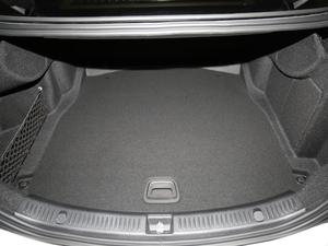 2018款改款 E 300 L 豪华型 行李厢空间