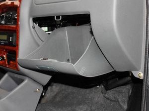 2011款0.8L 手动尊贵版 手套箱