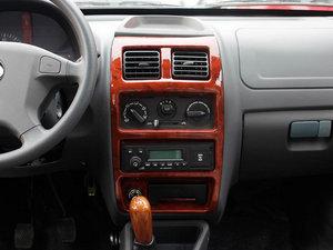 2011款0.8L 手动尊贵版 中控台