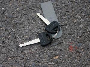 2011款0.8L 手动尊贵版 钥匙