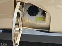 细节外观众泰V10油箱盖打开