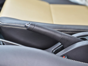 2013款1.3L 手动都市版 驻车制动器