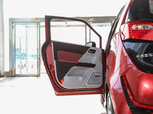 2016款电动车 驾驶位车门