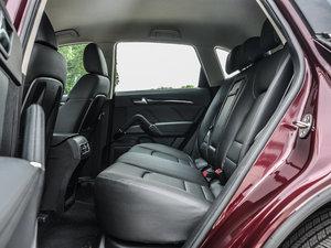 2016款运动版 2.0T 自动豪华型 后排空间