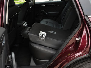 2016款运动版 2.0T 自动豪华型 后排座椅放倒
