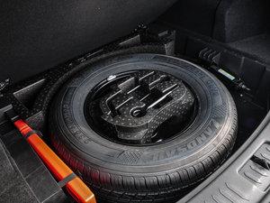 2016款运动版 2.0T 自动尊贵型 备胎