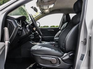 2016款运动版 2.0T 手动豪华型 前排空间