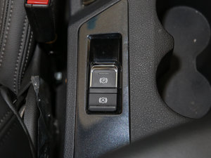 2016款1.5T 手动尊贵型 驻车制动器