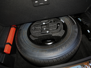 2017款运动版 1.8 DCT尊贵型 备胎