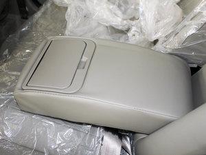2010款1.5L 手动精英型 后排中央扶手