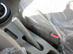 2012款冠军版 1.3L 酷行 驻车制动器