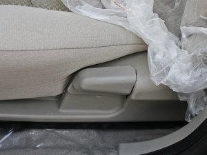 2011款领航版 1.3L 舒适型 座椅调节