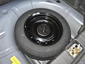 2011款1.3L 舒适版 备胎