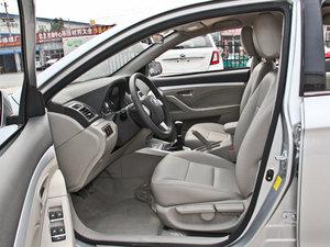 2014款1.5L 标准型 前排空间