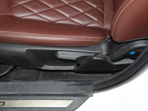 2015款1.8L 手动豪华型 座椅调节