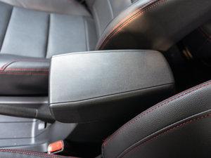 2015款1.2L 手动舒适型 前排中央扶手