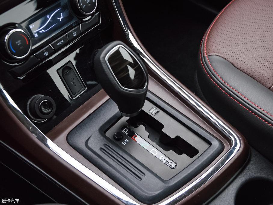 传动方面,与发动机相匹配的分别是5挡手动、5挡自动和4挡自动变速箱。
