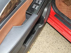 2017款1.8L 手动精英型 车门储物空间