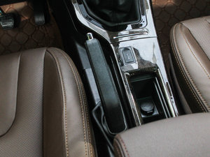 2017款1.8L 手动精英型 驻车制动器