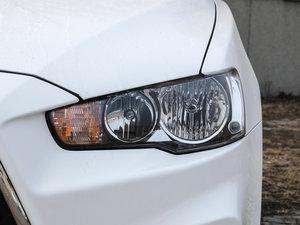 2016款1.8L MT黑白复刻版 头灯