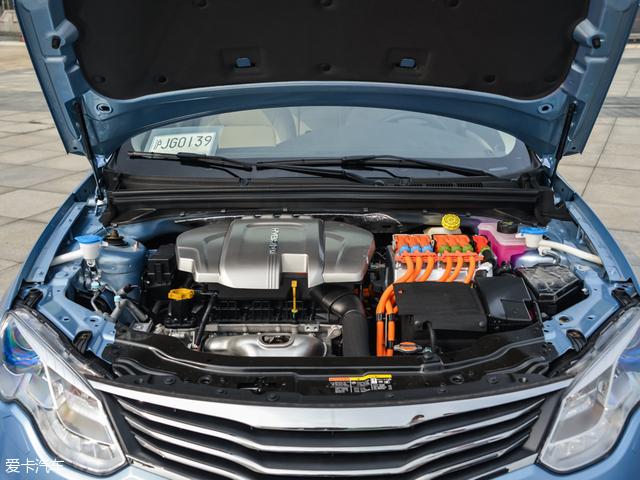 荣威e550的动力系统采用一台1.5L自然吸气发动机与两台电动机相搭配高清图片
