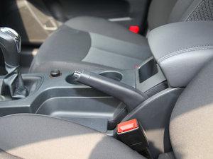 2015款1.5L 手动豪华天窗版 驻车制动器