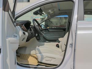 2017款ERX5 EV400 电动互联至尊版 前排空间