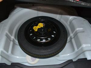2017款1.5L 自动豪华版 备胎