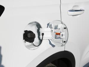 2018款18T 自动互联网智尊版 油箱盖打开