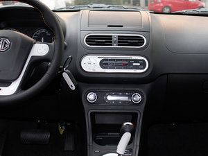 2011款1.5L AMT豪华版 中控台