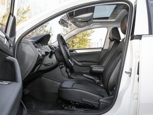 2019款1.5L 自动舒适版 前排空间