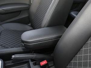 2019款1.5L 自动舒适版 前排中央扶手