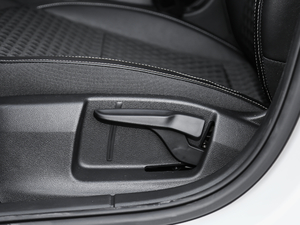 2019款1.5L 自动豪华版 座椅调节