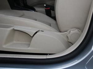 2015款1.6L 自动逸杰版 座椅调节