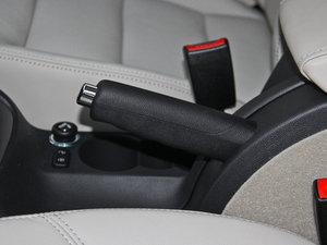 2015款1.6L 自动逸杰版 驻车制动器