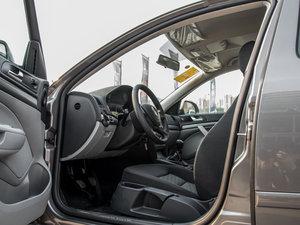 2015款1.6L 手动逸致版 前排空间