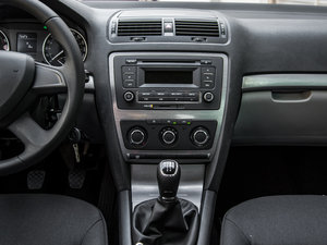 2015款1.6L 手动逸致版 中控台