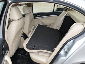 2015款1.6L 手动逸杰版 后排座椅放倒